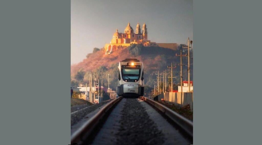 El tren turístico fue inaugurado por el exgobernador Rafael Moreno Valle en 2017