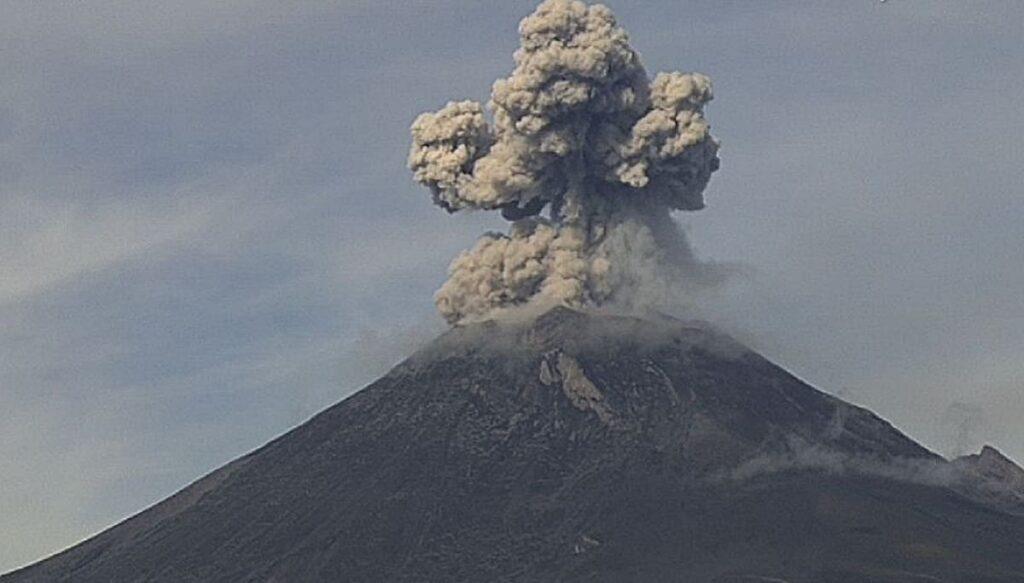 Popocatépetl registró dos explosiones